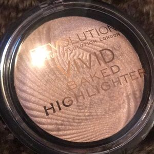 Makeup Revolution Vivid Baked Highlighter Powder